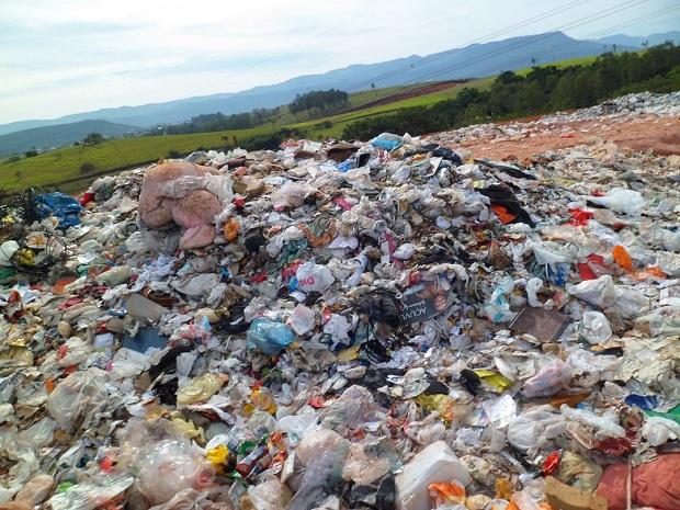 صورة اسباب تلوث البيئة , سبب تلوث الطبيعة