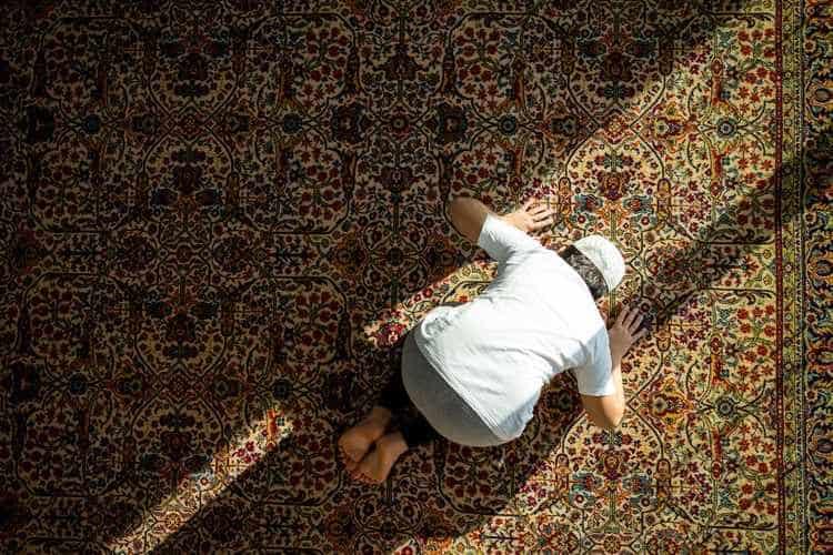 صورة رؤية شخص يصلي في المنام , تفسير الاحلام الغامضة