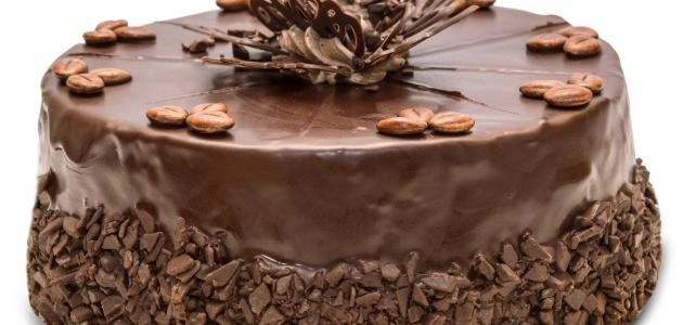 صورة طريقة تزيين كيكة الشوكولاته , خطوات تزيين التورتة بالشوكولاتة