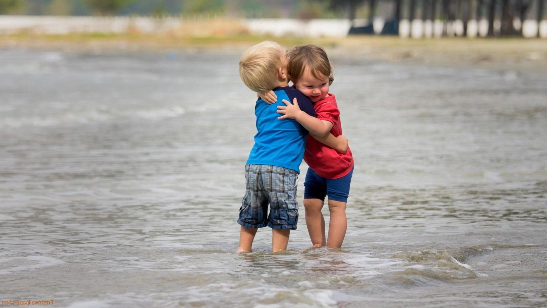 صورة احضان حب , اجمل صور احضان حب الاطفال 3921 4