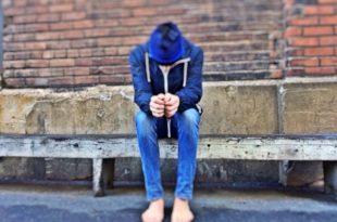صورة صور شباب حزينه , حزن الشباب المؤلم