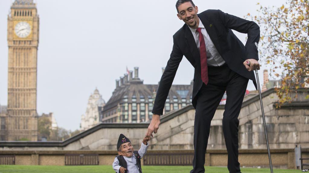 صورة اطول رجل في العالم , الرجل الاكثر طولا بالعالم الحديث
