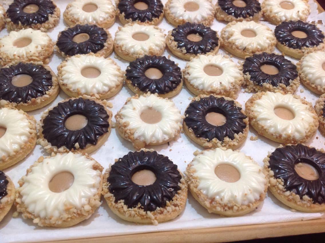 صورة حلويات العيد بالصور سهلة , فرحى عائلتك بعمل احلى حلويات العيد