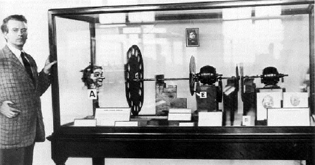 صورة من اخترع التلفاز , صاحب فكرة ربط العالم ببعضه بدون تنقلات