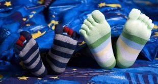 صور لبس الجوارب اثناء النوم , فائده ارتداء الجوارب